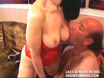 Mature bitch with skilled tongue in action2